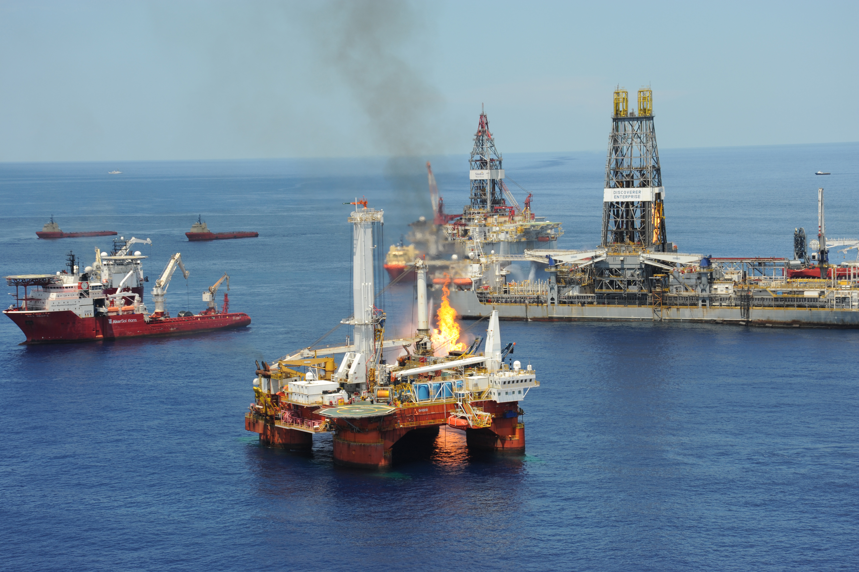 Researchers create super sponge that mops up oil spills